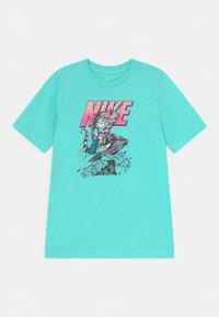 Nike Sportswear - BEACH TEE - T-shirts med print - mint - 0