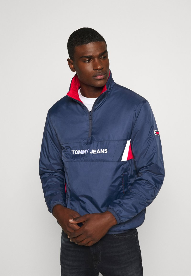 Tommy Jeans - REVERSIBLE RETRO POPOVER - Light jacket - twilight navy
