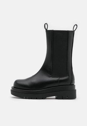 KENDALL - Platåstøvler - black