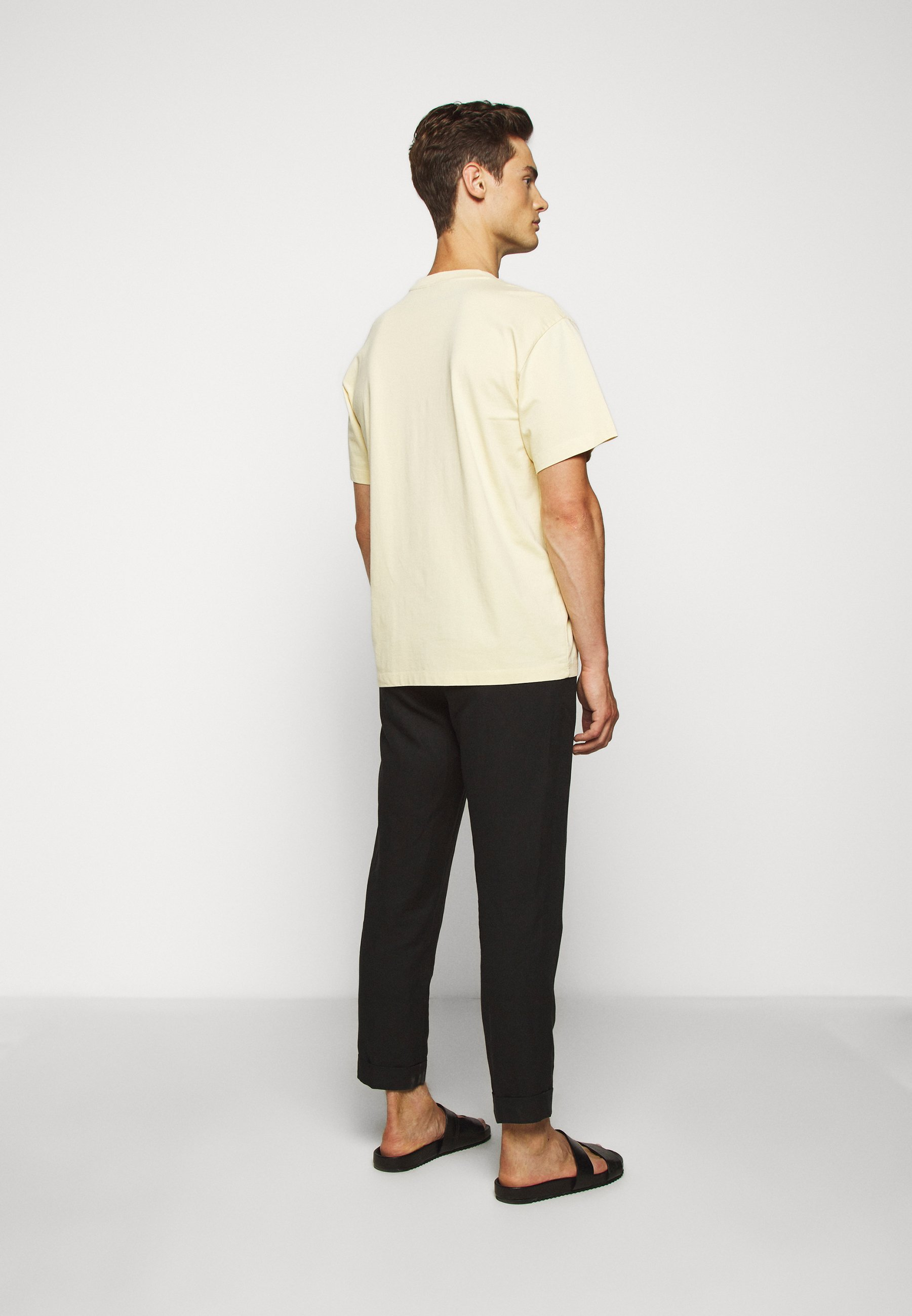 Club Monaco RELAXED TEE - Basic T-shirt - banana leaf LtvYh