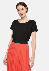 comma - Basic T-shirt - black - 4