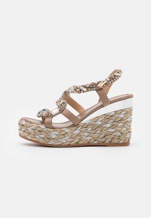 Sandalen met plateauzool - silver/vison