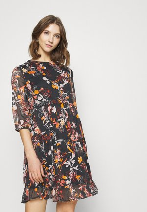 PCFLOWIN 3/4 SLEEVE DRESS - Kjole - black