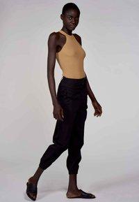 Astrid Black Label - Top - camel - 1