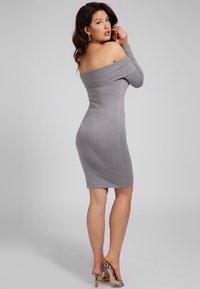 Guess - INES  - Shift dress - hellgrau - 1
