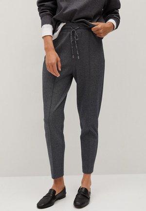 PIQUE7 - Pantalon de survêtement - tmavě šedá vigore