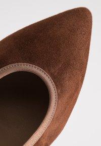 PERLATO - Classic heels - cognac - 2