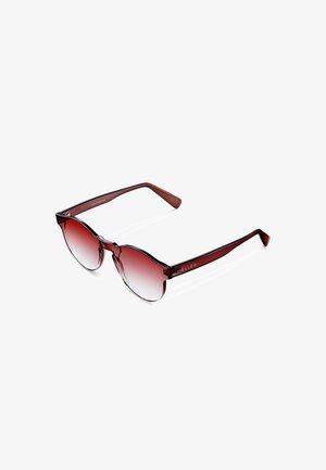NUBA - Sunglasses - cherry
