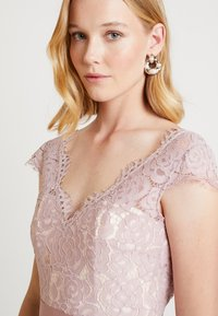 TH&TH - ALARA CAP - Occasion wear - smoked orchid - 3