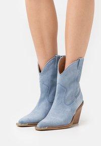 Bronx - NEW KOLE - High heeled ankle boots - retro blue - 0
