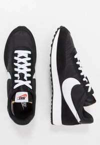 Nike Sportswear - AIR TAILWIND 79 - Trainers - black/white/team orange - 2