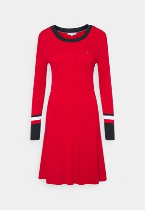 WARM FIT & FLARE DRESS - Strikket kjole - primary red
