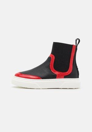 Kotníkové boty - black/red