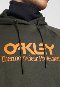 Oakley - HOODY - Hoodie - new dark brush - 5