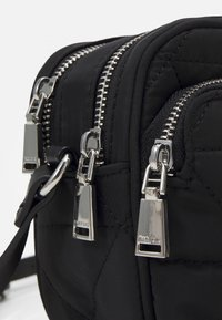 PARFOIS - CROSSBODY BAG CLAIR - Across body bag - black - 3