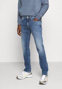 Tommy Jeans - SCANTON SLIM - Jeans slim fit - barton mid blue comfort - 0