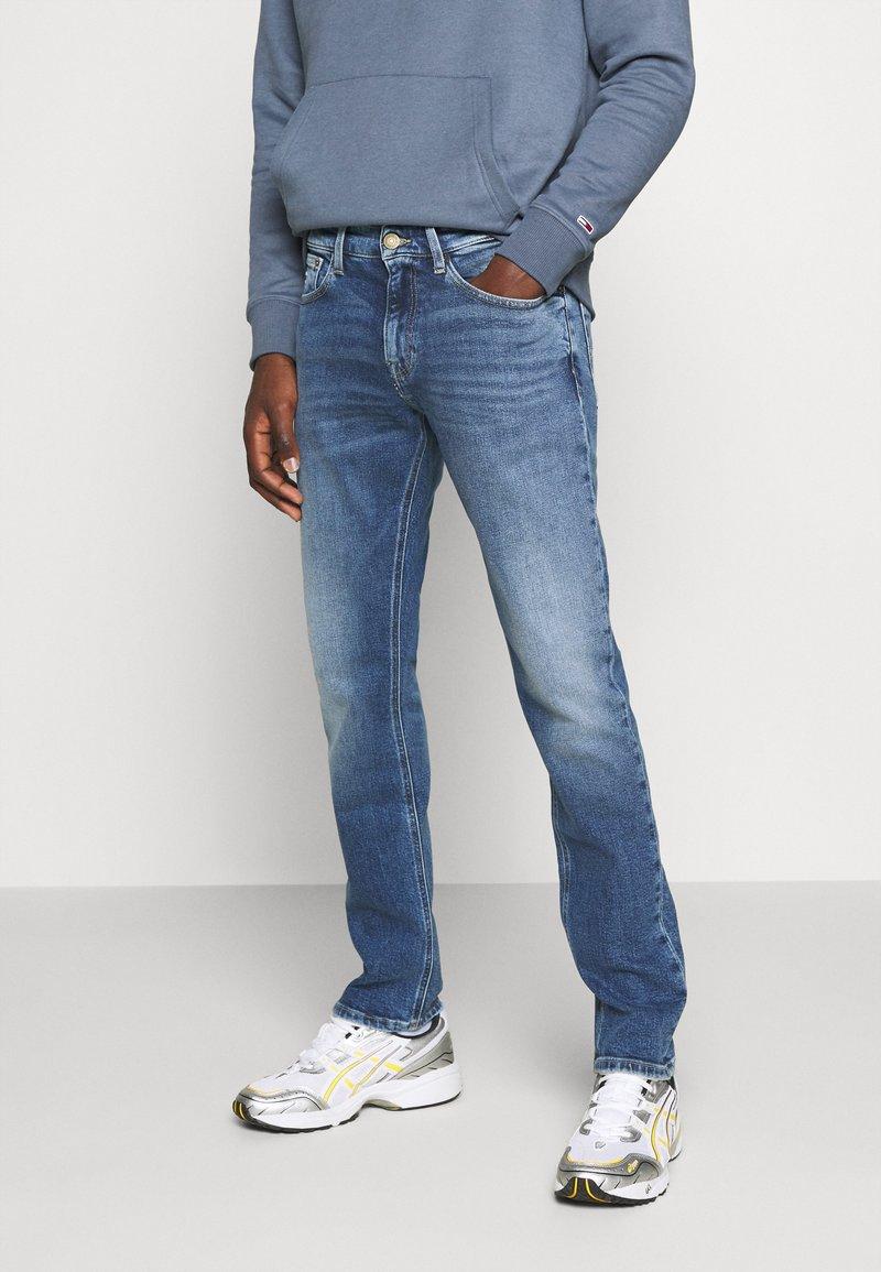 Tommy Jeans - SCANTON SLIM - Jeans slim fit - barton mid blue comfort