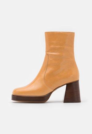 BRIGAND - Platform ankle boots - brillant camel