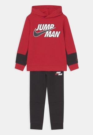 JUMPMAN BY NIKE SET - Survêtement - gym red