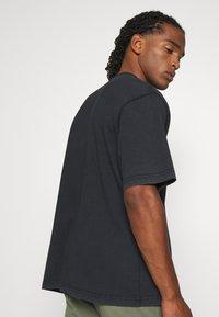 WRSTBHVR - RABIES - T-shirt med print - black washed - 3