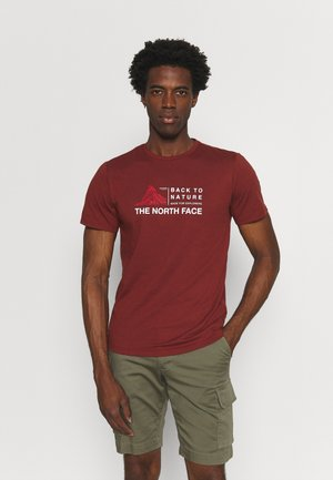 FOUNDATION GRAPHIC TEE - Print T-shirt - brick house red