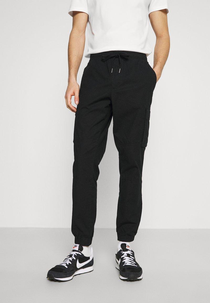 GAP - JOGGER - Cargo trousers - true black