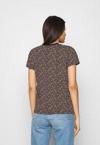 Levi's® - PERFECT TEE - Print T-shirt - garden ditzy caviar - 2