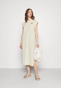 Nike Sportswear - Vestido ligero - coconut milk/wheat - 1