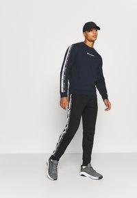 Champion - CREWNECK - Sweatshirt - dark blue - 1