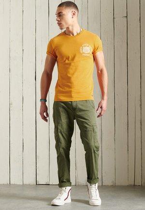 WORKWEAR GRAPHIC STANDARD - Print T-shirt - toasted orange