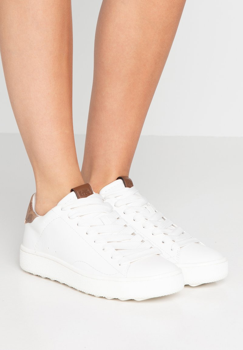 Coach - TOP WITH SIGNATURE - Sneakers - white/tan