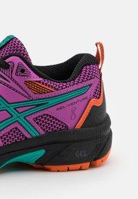 ASICS - GEL-VENTURE 8 UNISEX - Trail running shoes - digital grape/baltic jewel - 5