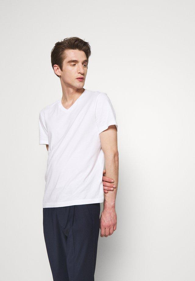 BROKEN - T-paita - white