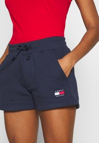 Tommy Jeans - BADGE - Shorts - twilight navy - 4