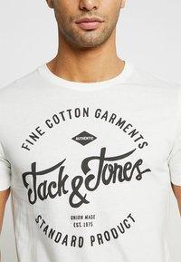 Jack & Jones - JJERAFA - T-Shirt print - cloud dancer - 3