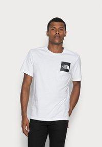 The North Face - FINE TEE - Camiseta estampada - white/black - 0