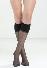 FALKE - PURE MATT 20 DENIER TRANSPARENT MATT - Knee high socks - black - 0