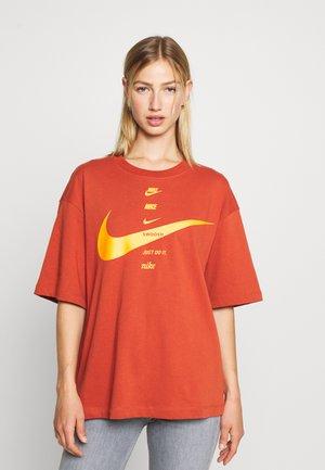 T-shirt con stampa - firewood orange/total orange