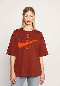 Nike Sportswear - Print T-shirt - firewood orange/total orange - 0
