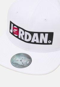 Jordan - JAN FLATBRIM SNAPBACK HAT UNISEX - Kšiltovka - white - 3