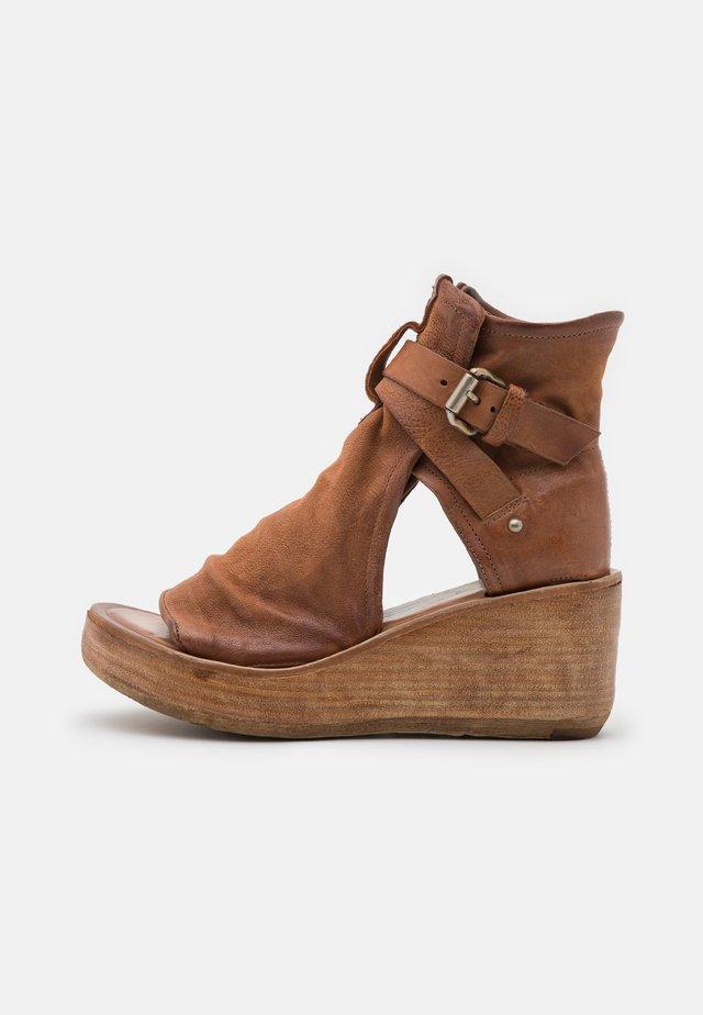 Ankle cuff sandals - calvados
