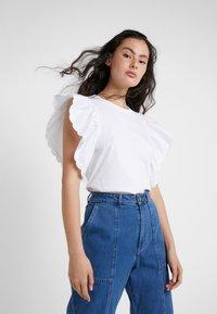 See by Chloé - T-shirt imprimé - white powder - 0