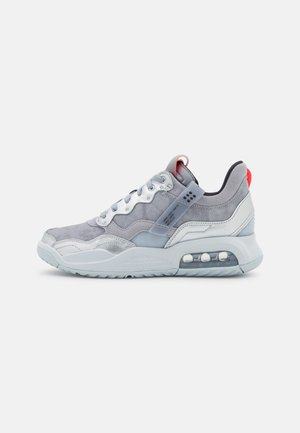 MA2 - Sneakers laag - wolf grey/black/metallic silver/pure platinum/infrared 23