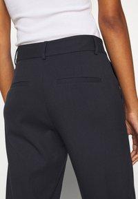 Selected Femme Tall - SLFRIA CROPPED PANT - Bukse - dark sapphire - 5