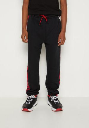 ESSENTIALS - Pantalon de survêtement - gym red/black