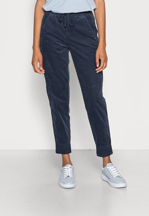 RELAXED FIT ANKLE LENGTH MID WAIST CUTLINES 5 POCKET - Joggebukse - breezy sea