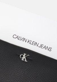 Calvin Klein Jeans - ZIP AROUND - Wallet - black - 4