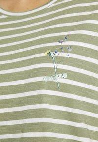 Esprit - TEE - Print T-shirt - light khaki - 5