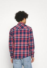 Wrangler - WESTERN - Overhemd - rococco red - 2