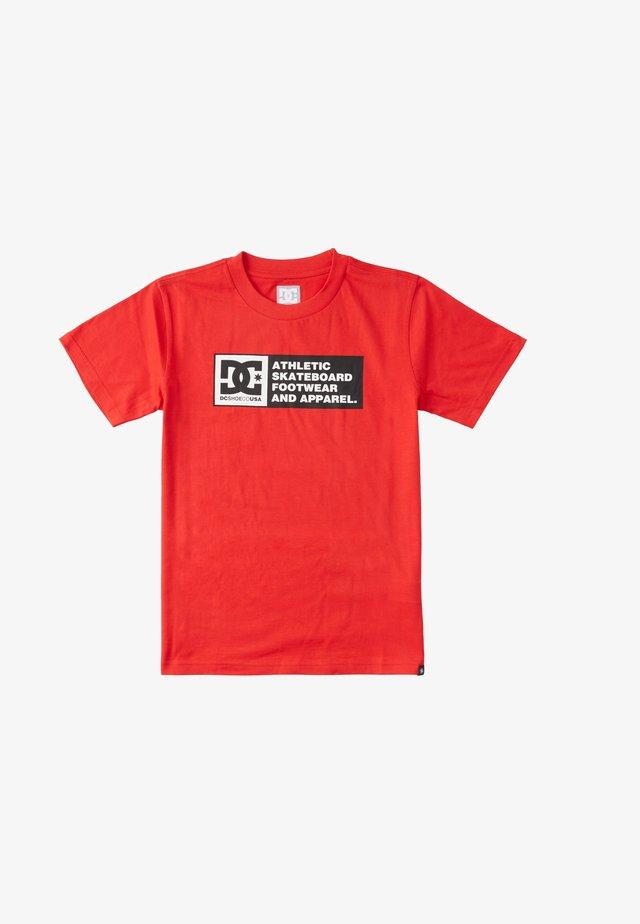 Density Zone  - T-shirt med print - racing red